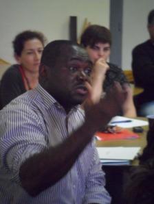 Selon Guillaume Lobé, les migrants doivent prendre leurs responsabilités et arrêter de s'auto-discriminer.
